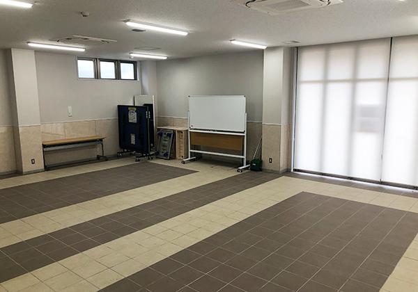 体験学習室Aは一番広い部屋です。窓も大きく、開けると公園との一体感を感じることができます。